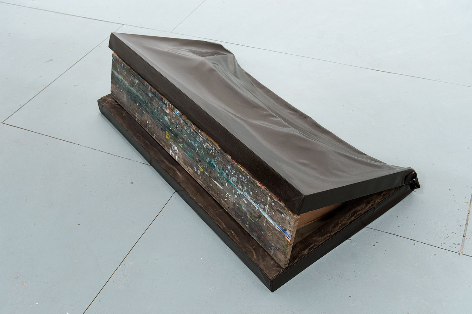 <b>Title:&nbsp;</b>Debris<br /><b>Year:&nbsp;</b>2012<br /><b>Medium:&nbsp;</b>Canvas and bench<br /><b>Size:&nbsp;</b>45 x 84 x 155 cm