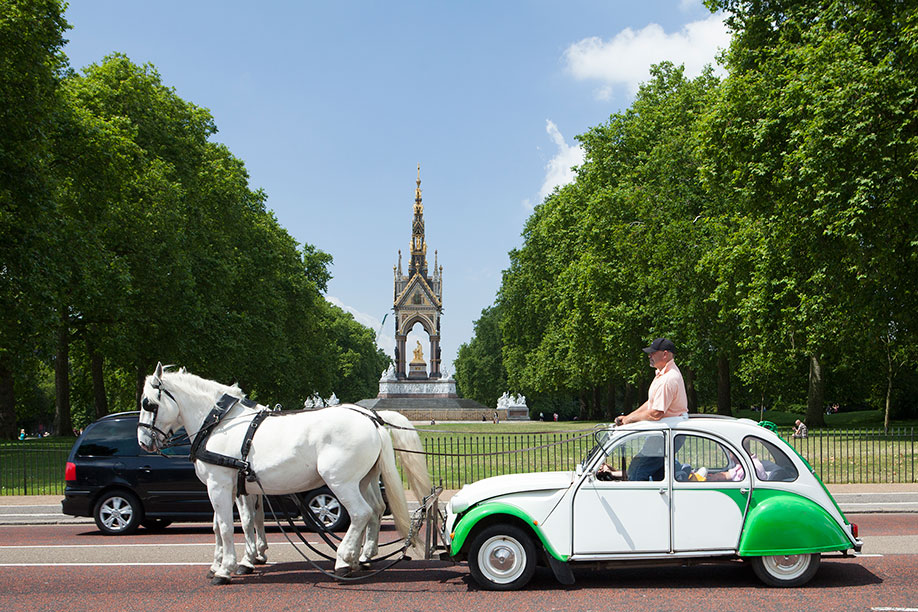 <b>Title:&nbsp;</b>Deux Chevaux (Albert Memorial)<br /><b>Year:&nbsp;</b>2014<br /><b>Medium:&nbsp;</b>Digital print<br /><b>Size:&nbsp;</b>90 x 120 cm, Edition of 3 (2 APs)