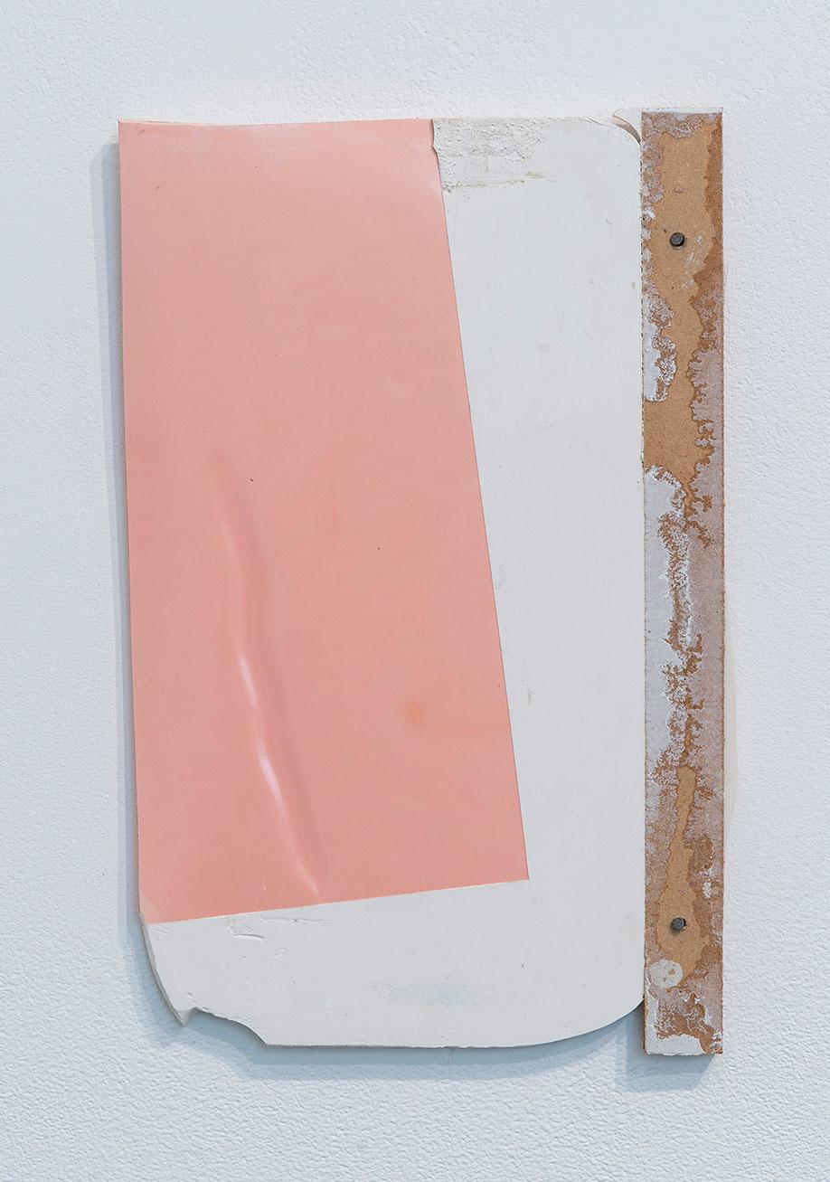 <b>Title:</b>Crests (I)<br /><b>Year:</b>2013<br /><b>Medium:</b>Polyester resin<br /><b>Size:</b>30 x 18 x 2 cm