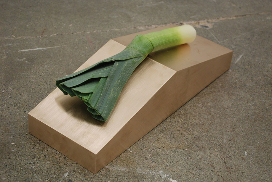 <b>Title: </b>Untitled (cut leek)<br /><b>Year: </b>2012<br /><b>Medium: </b>Brass, leek<br /><b>Size: </b>37 x 12 x 9 cm