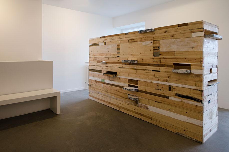 <b>Title:</b>The Trial<br /><b>Year:</b>2015<br /><b>Medium:</b>Oil, gloss, linen, canvas, wood, concrete, paper, nails, and staples<br /><b>Size:</b>290 x 177 x 69 cm, Photo courtesy of Geukens & De Vil, Belgium