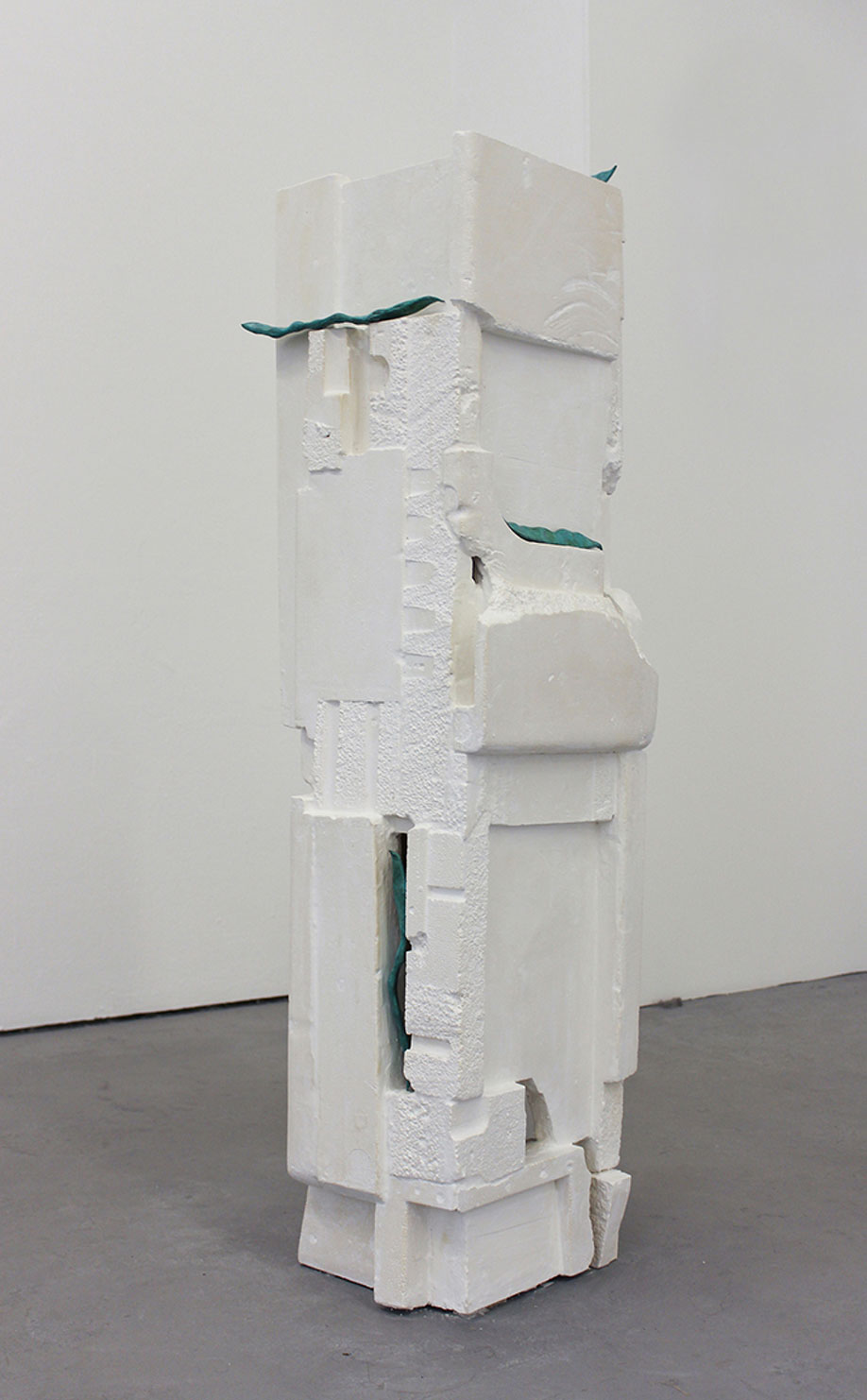 <b>Title: </b>Totem<br /><b>Year: </b>2013<br /><b>Medium: </b>Plaster, wood, and patinated bronze<br /><b>Size: </b>35 x 120 x 35 cm