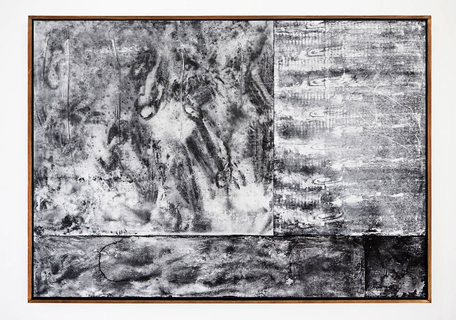 <b>Title:</b>Hanged Pens Good<br /><b>Year:</b>2013<br /><b>Medium:</b>Chalk and string on painted board<br /><b>Size:</b>180 x 260 cm