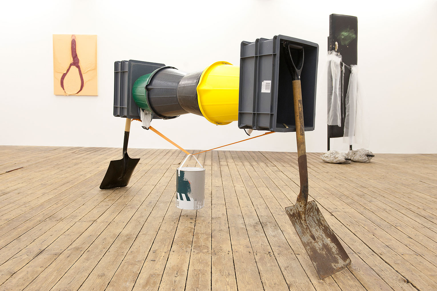 <b>Title: </b>Span<br /><b>Year: </b>2009<br /><b>Medium: </b>Shovels, buckets, plastic crates, gloves, nylon strap<br /><b>Size: </b>200 x 35 x 100 cm
