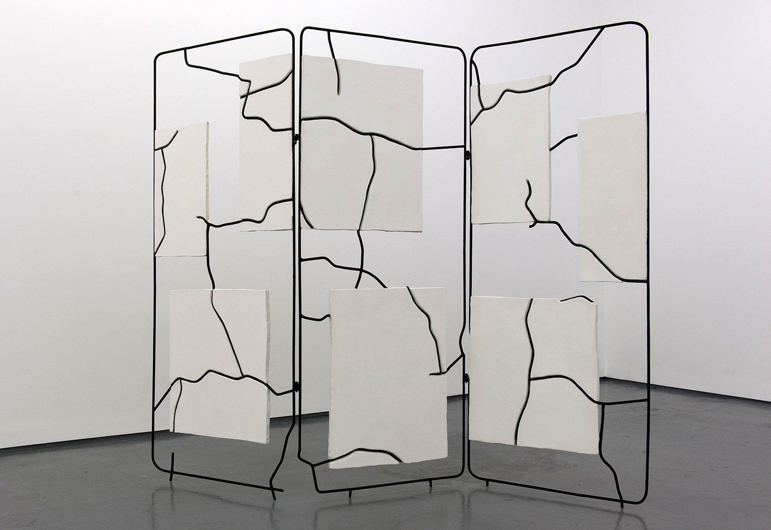 <b>Title: </b>Length of Leaning<br /><b>Year: </b>2014<br /><b>Medium: </b>Plaster, steel, and paint<br /><b>Size: </b>165 x 210 x 20 cm