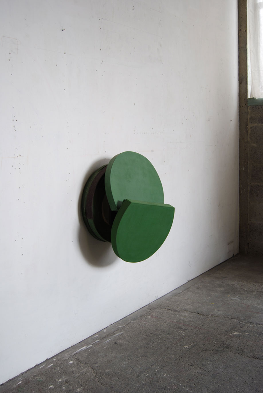 <b>Title: </b>Green Fall<br /><b>Year: </b>2010<br /><b>Medium: </b>Oil, canvas, wood, and aluminium<br /><b>Size: </b>86.5 x 62 x 40 cm