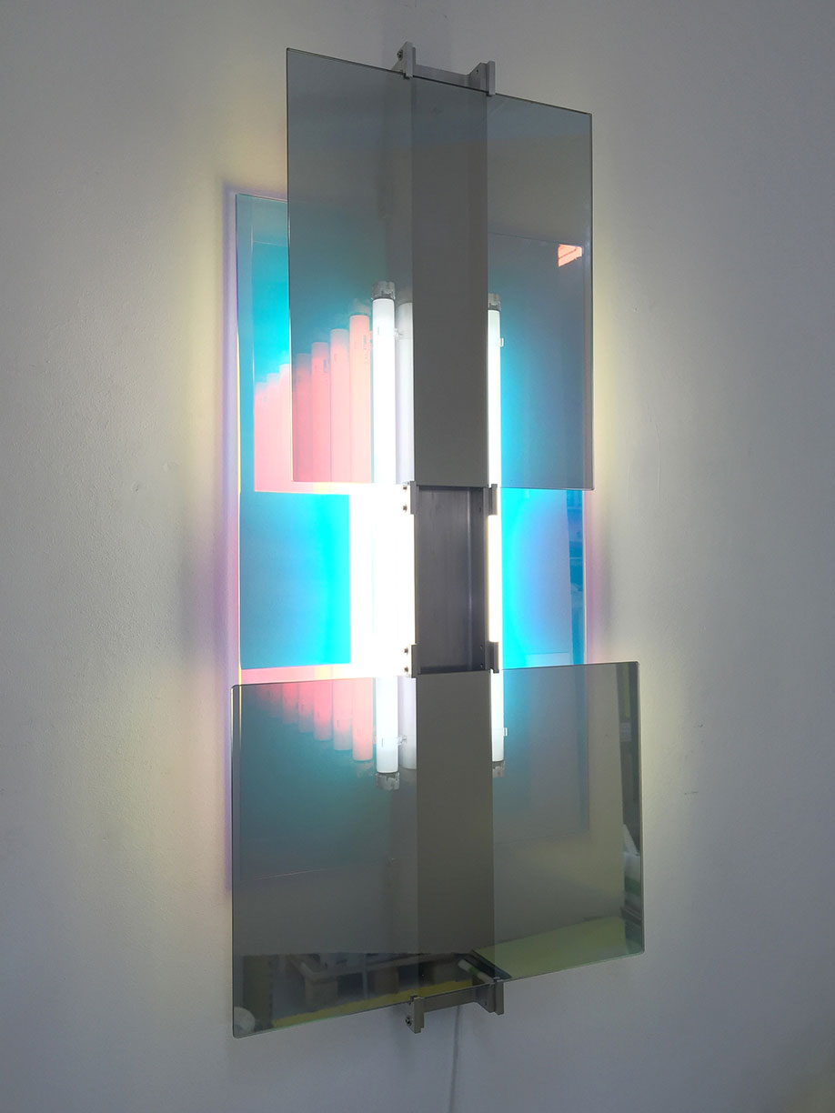 <b>Title: </b>DG06<br /><b>Year: </b>2016<br /><b>Medium: </b>Dichroic glass, aluminium universal beam, fluorescent light, fittings and power supply<br /><b>Size: </b>115 x 54 x 12 cm