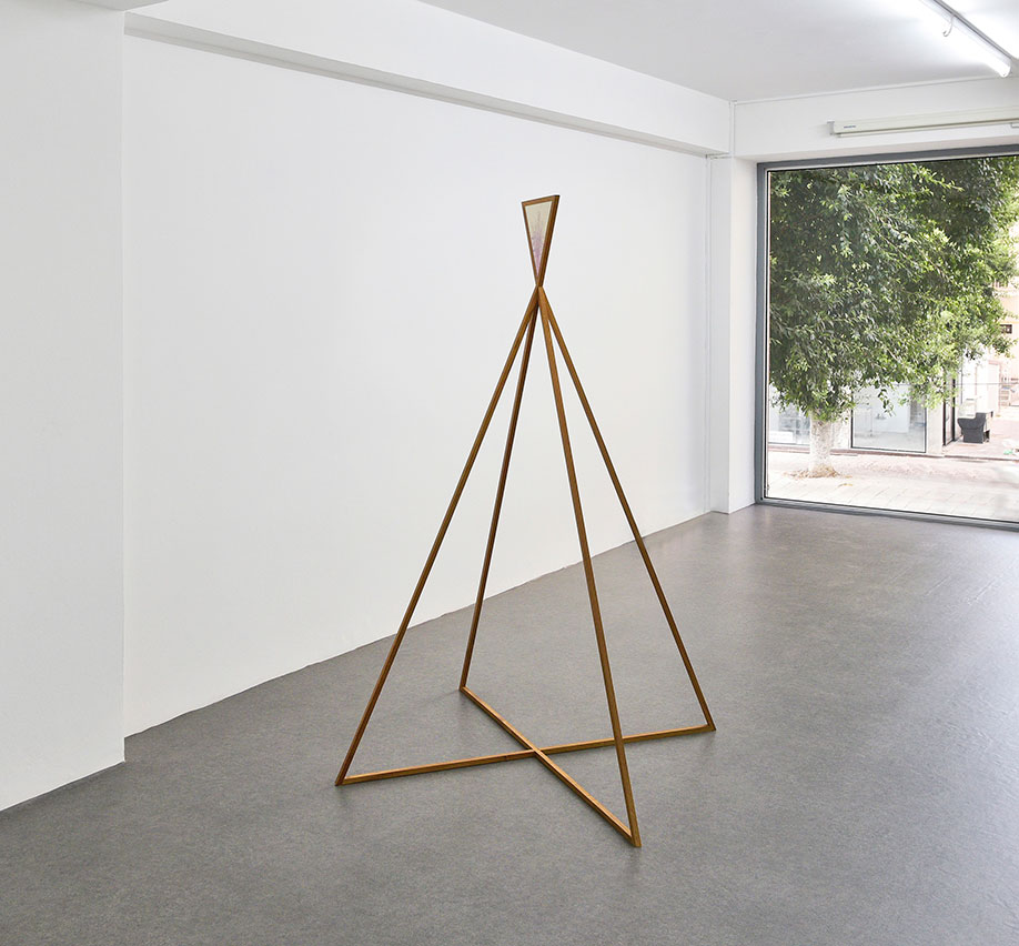 <b>Title:</b>New Seeker<br /><b>Year:</b>2018<br /><b>Medium:</b>Oil paint, birch plywood panel, teak<br /><b>Size:</b>160.5 x 120 x 120cm