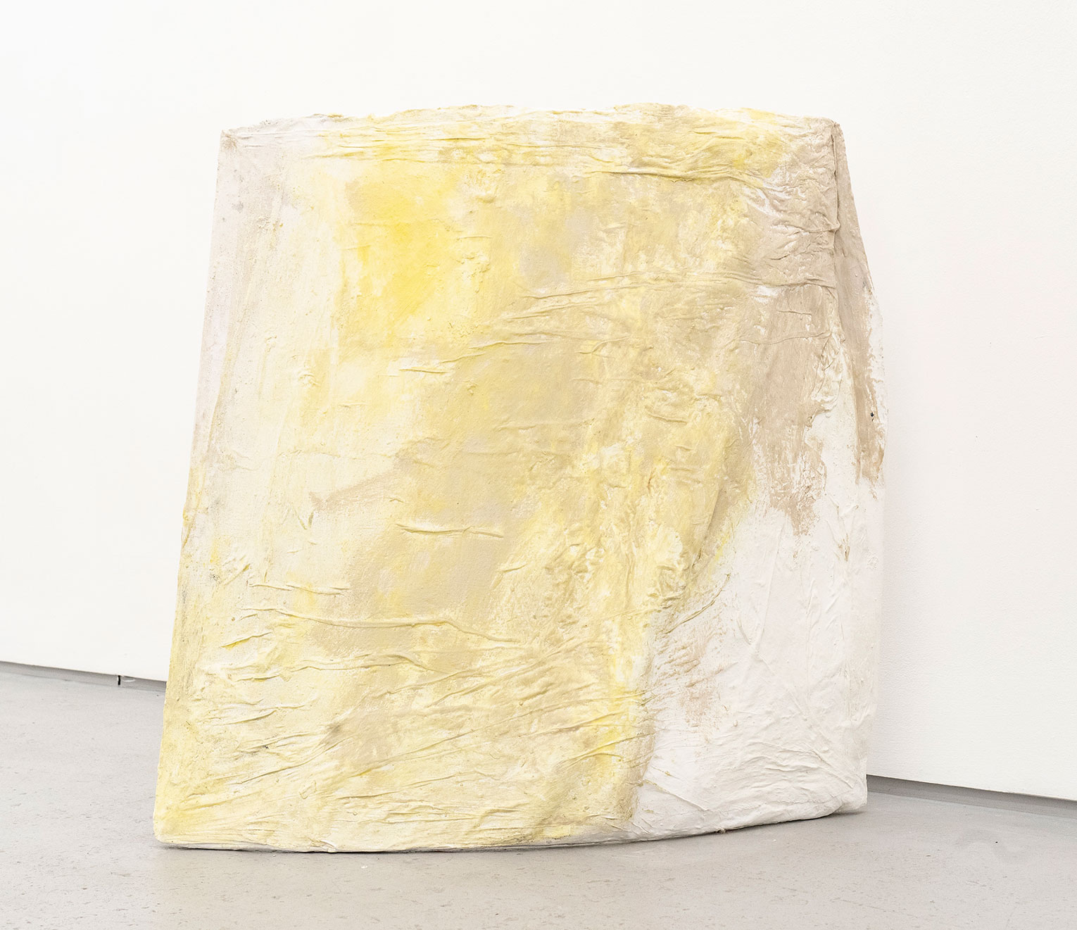 <b>Title: </b>COVER<br /><b>Year: </b>2021<br /><b>Medium: </b>Standing sculpture made of board, gauze, white paint<br /><b>Size: </b>76 x 73 x 22 cm
